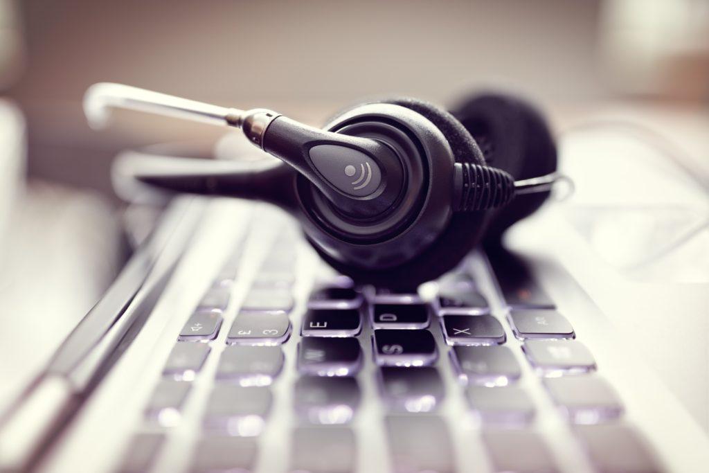 Casque et clavier pour de la prospection téléphonique